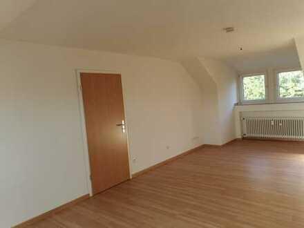 gepflegte 1-Zimmer-Dachgeschosswohnung zur Miete in Willich