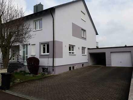 Schöne Doppelhaushälfte mit sechs Zimmern im Donau-Ries (Kreis), Oettingen in Bayern