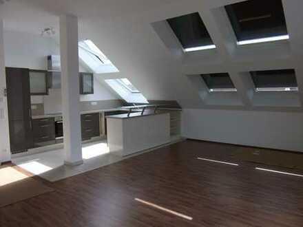 Lichtdurchflutete exklusive Dachterrassenwohnung mit moderner Einbauküche