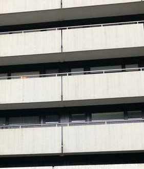 WG taugliche, teil renovierte, sehr zentrale Wohnung