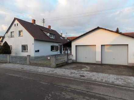 Sanierungsbedürftige Doppelhaushälfte in attraktiver Wohnlage