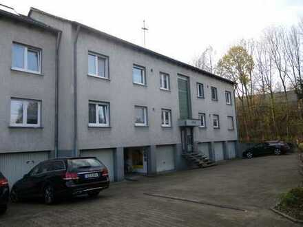 Großzügig gestaltete Dachgeschosswohnung mit Loggia und Garage