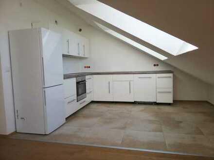 Erstbezug: freundliche 2-Zimmer-DG-Wohnung mit Einbauküche und Balkon in Diessen