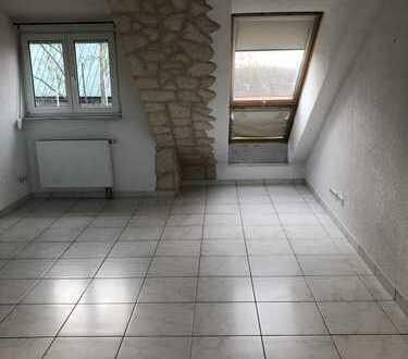 Stilvolle, modernisierte 3-Zimmer-Wohnung DG mit Balkon und EBK in Waiblingen