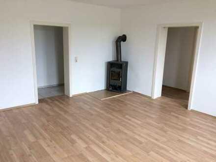 Günstige, vollständig renovierte 4-Zimmer-Hochparterre-Wohnung in Muldenhammer