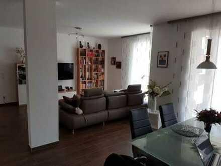 Exklusive, gepflegte 2-Zimmer-Wohnung mit Balkon und Einbauküche in Osdorf, Hamburg