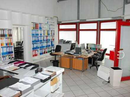 Zwei Hallen, Lagerfläche und Bürotrakt in Brühl - auch einzeln mietbar