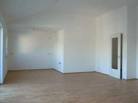 NEU - Nähe Bhf! - 4-Zimmer-DG-Whg, 106 m², hohe Räume, 2 Bäder, Lift, TG, BJ 2019, Bezug kurzfr. m