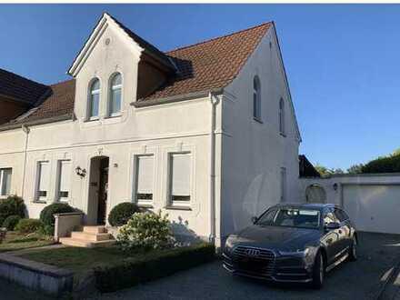 Traumhaft Wohnen am Schloss - Renovierte Doppelhaushalte mit 4-6 Zimmern in Paderborn