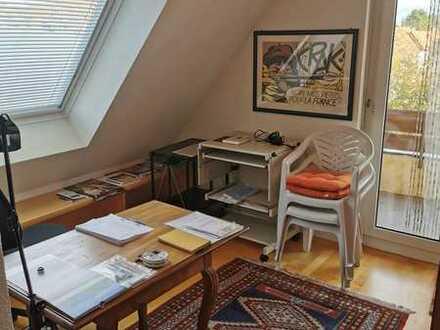 Exklusive, vollständig renovierte 2,5-Zimmer-DG-Wohnung mit Balkon und EBK in Büsingen
