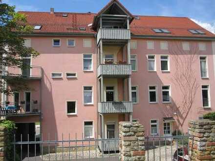 Sonnige 3-R.-DG-Wohnung mit Balkon + Stellplatz in ruhiger Apoldaer Wohnlage unweit vom Paulinenpark