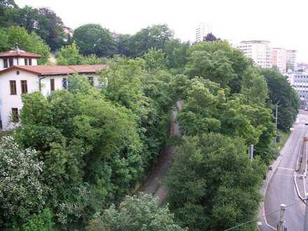 Schöne, geräumige drei Zimmer Wohnung in repräsentativem Kulturdenkmal in Stuttgart, Mitte