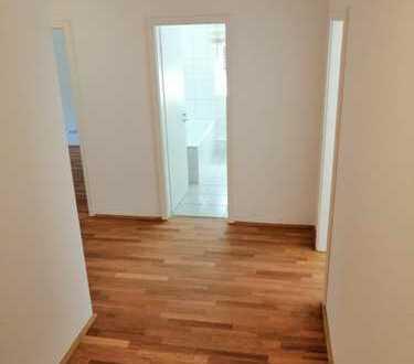 Von Privat! Stilvolle, vollständig renovierte 3-Zi-Wohnung mit 2 Balkonen und EBK in Friedrichsdorf