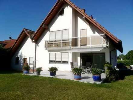 Modernes und hochwertig ausgestattetes Architektenhaus mit Garten und Garage in zentraler Lage von C