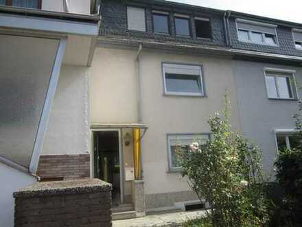 Einfamilien-Reihenhaus mit viel Potential in familienfreundlicher Lage von Frankfurt-Bonames!