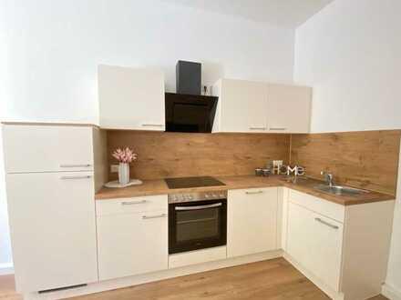 NEU SANIERT: Dachgeschosswohnung mit neuer - kostenloser - Einbauküche!