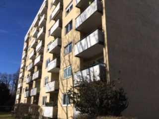Stilvolle, modernisierte 3-Zimmer-Wohnung mit Balkon in Neu-Ulm