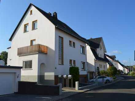 Vollständig renovierte 3-Zimmer-Erdgeschosswohnung mit Balkon und EBK in Bad Camberg