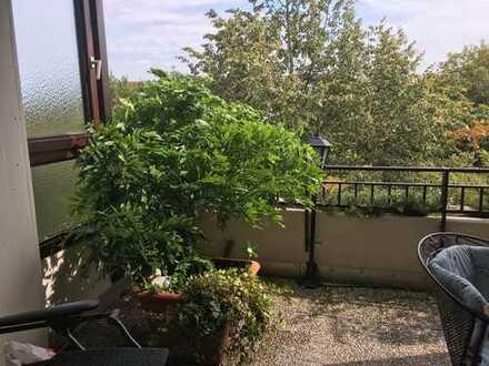 Stilvolle, gepflegte 3-Zimmer-Terrassenwohnung mit Balkon und Einbauküche im Univiertel
