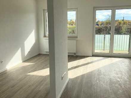 Laatzen Neubau: helle 3 Zimmer, Duschbad, Balkon, Stellplatz u.v.m.