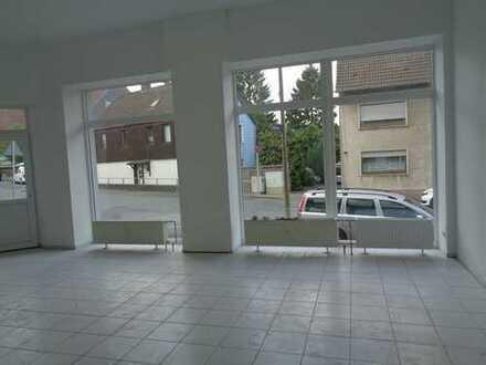 *TOP Renoviertes* Ladenlokal im EG mit *großer Fensterfront*