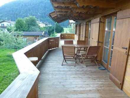 Neubau: Anspruchsv. 5 Zi.-Whg m. schönem Blick im tollen Landhaus, 2 Bädern, Wohnküche, usw.
