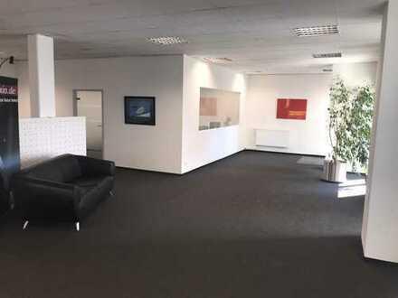 Büro - Praxis - Gewerbe 23 TG-Stellpätze 2 Aussenstellplätze