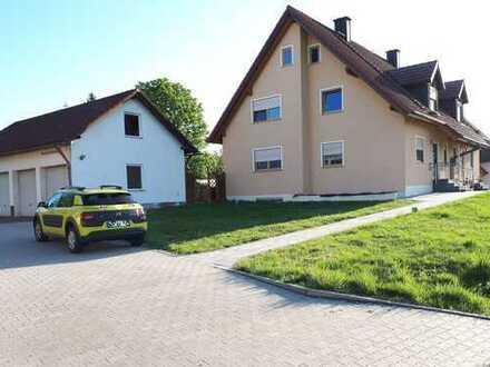 Doppelhaushälfte mit Garten, großer Terasse und Garage