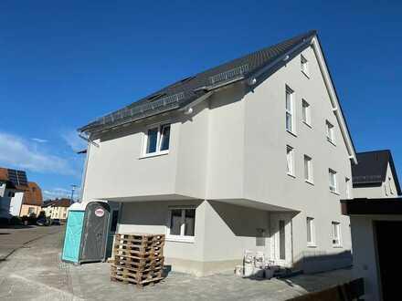 Erstbezug mit Balkon: freundliche 4-Zimmer-Maisonette-Wohnung in Waldbronn