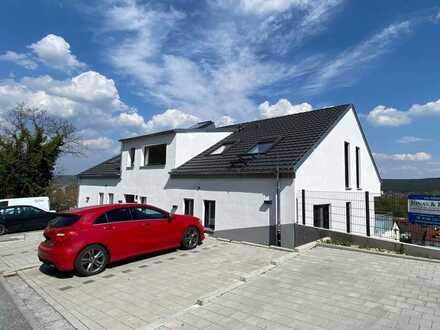 Sofort beziehbar: Nagelneue 3-Zi.-Wohnung mit moderner Einbauküche und Balkon!