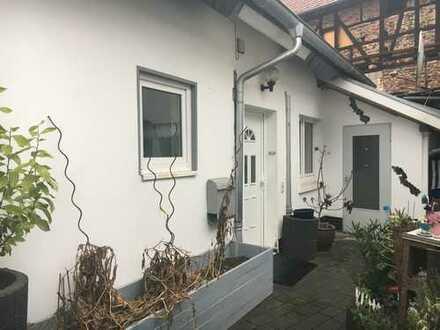 Gemütliche Wohnung mit Hofanteil