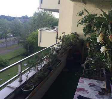 Sehr schöne 4 Zimmer Wohnung in direkter Lage am Klinikum Merheim