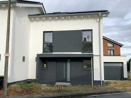 Nachhaltige Doppelhaushälfte in Bonn-Holtorf noch zu haben!