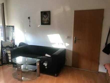 Neuehrenfeld - 15qm Zimmer in entspannter 3er WG - suchen Mitbewohnerin