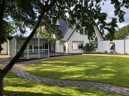 Luxuriöses Einfamilienhaus mit unverbaubarer Feldrandlage