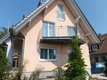 modernes 2. Fam. Haus mit Garten und Garagen