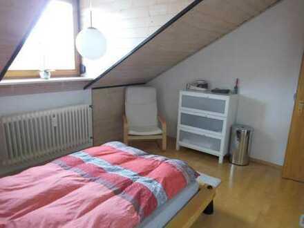 Neuwertige 2-Zimmer-Dachgeschosswohnung mit Einbauküche in Waldbronn