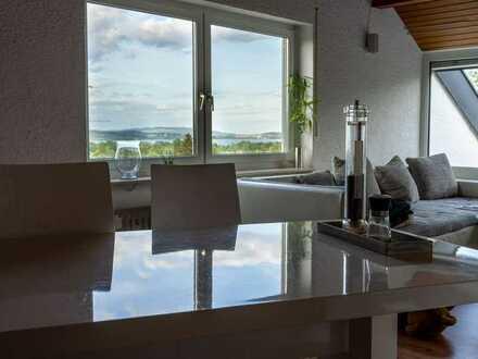 Sonnige 2,5-Zimmer-DG-Wohnung mit Balkon und Seeblick