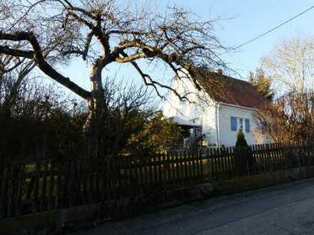 Liebenswertes Haus aus den 50ern mit großem Grundstück...