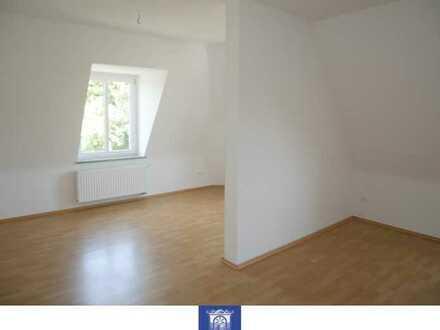 Individuelle 2-Zimmerwohnung im Dachgeschoss mit Tageslichtbad und separater Küche!