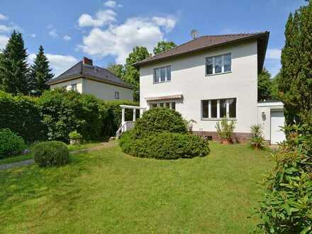 Einfamilienhaus mit großem Garten und Garage in Lankwitz
