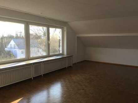 Schöne, geräumige drei Zimmer Wohnung in Frankfurt am Main, Dornbusch