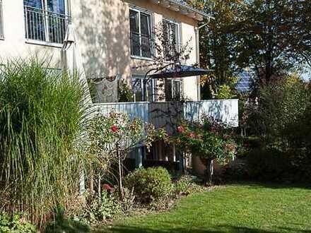 Schöne Doppelhaushälfte mit 6 Zimmer und 2 Bäder und Garten In Dinkelscherben zu vermieten