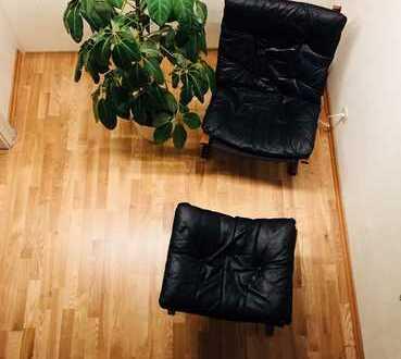 Maisonette über 3 Etagen. Galerie. Mitten in der Altstadt. Zentrum. Neue Einbauküche. Neues Bad.