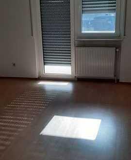 Vollständig renovierte 3-Zimmer-Wohnung mit Balkon und EBK in Kaiserslautern