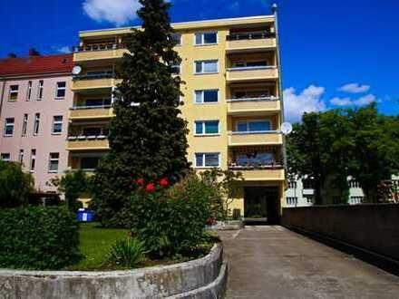 Hauptstadtmakler- Bezugsfreie Wohnung mit Stellplatz in guter Lage
