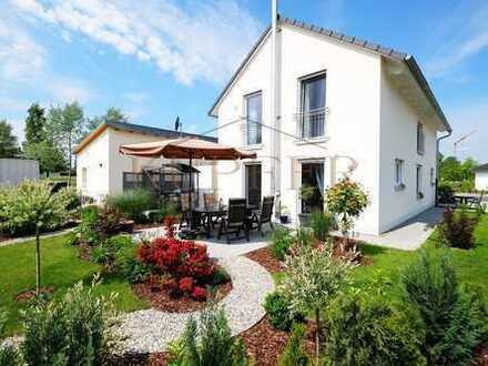 Freistehendes EFH mit 2 Terrassen und angelegtem Garten, TOP-Ausstattung!