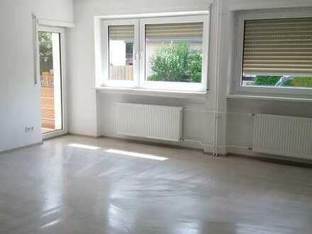 Helle, freundliche, lichtdurchflutete Drei-Zimmer Wohnung