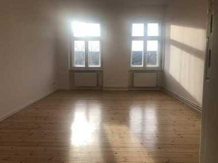 Bezugsfertige, super helle 2-Zimmer-Altbau-WHG mit fulminantem Blick im Graefekiez