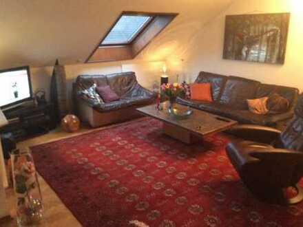 Attraktive 4-Zimmer-DG-Wohnung in BK-Höhenlage langfristig zu vermieten